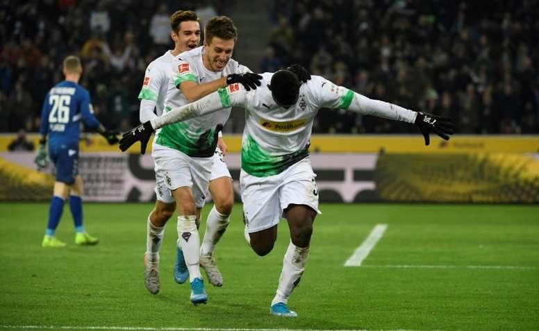Gladbach merebut kembali posisi teratas Bundesliga dengan kemenangan Freiburg